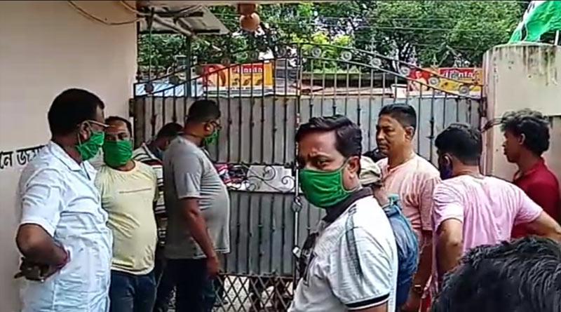 Trinamool MLA held hostage at Hawrah housing complex   Sangbad Pratidin