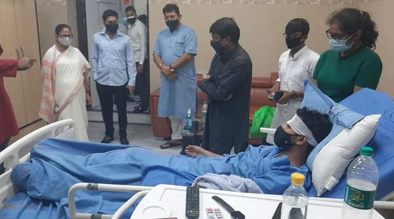 Mamata Banerjee and Abhishek Banerjee visit SSKM to see injured TMC youth leaders   Sangbad Pratidin