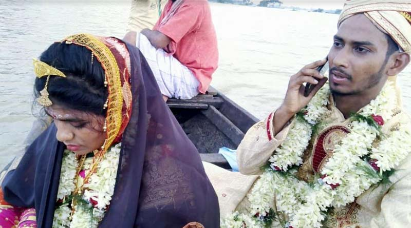 A groom reached his father-in-law's house by boat to get married in hooghly, West Bengal | Sangbad Pratidin