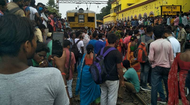 Rail Block at Hooghly: Agitating passengers protest to ride on staff special trains | Sangbad Pratidin
