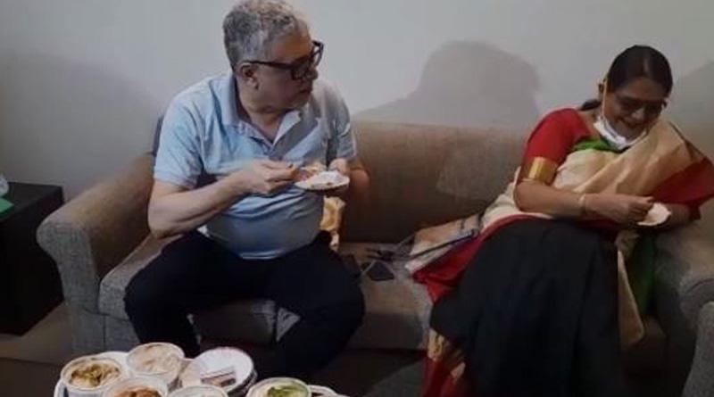 TMC MPs eat Papri Chat at party office in Delhi protesting Pm Modi's remark | Sangbad Pratidin