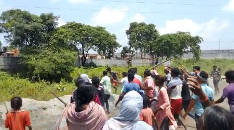 Clash broke out two group of people in Asansol, West Bengal | Sangbad Pratidin