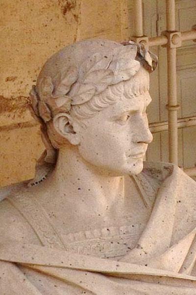 Theodosius_I_statue