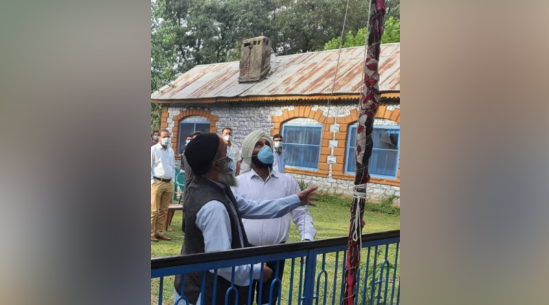 Burhan Wani's father hoists National Flag in J-K's Pulwama | Sangbad Pratidin
