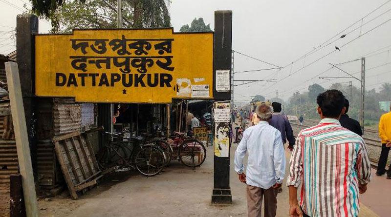 Protest disrupt local train services on Bongaon-Sealdah route | Sangbad Pratidin