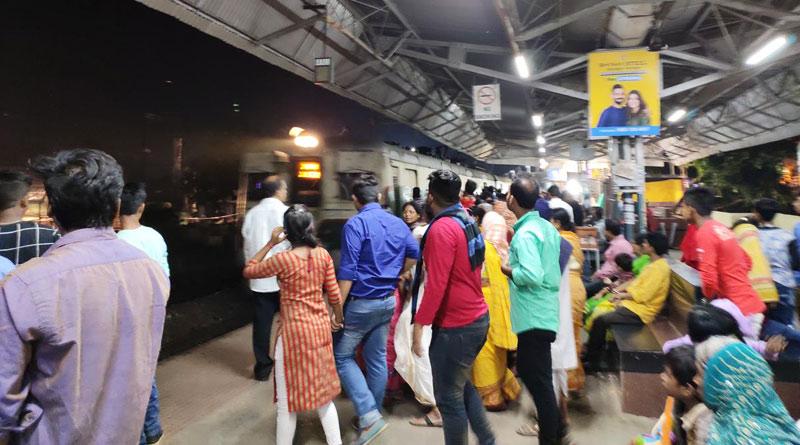 Ticket checker allegedly harassed passenger in Howrah Station | Sangbad Pratidin