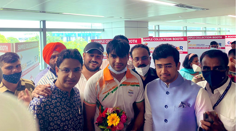 Olympic gold medalist Neeraj Chopra back home alongwith other contingent   Sangbad Pratidin