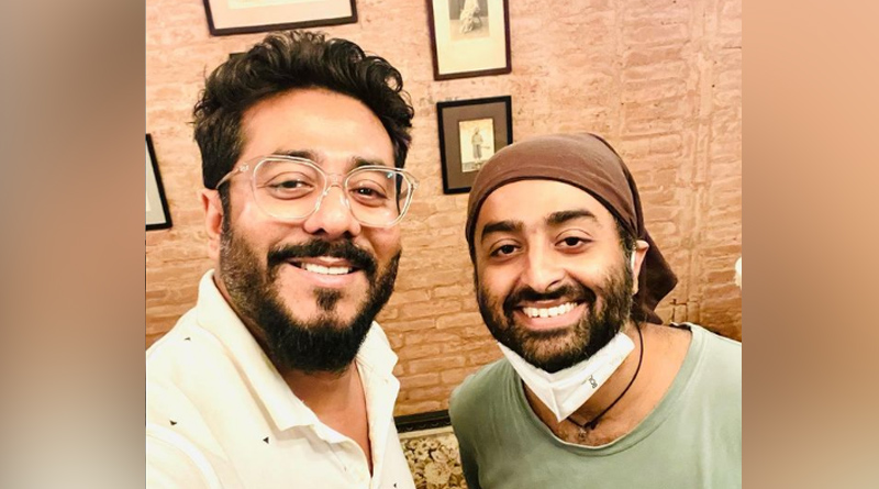 Raj Chakraborty clicked picture with Arijit singh in Murshidabad | Sangbad Pratidin