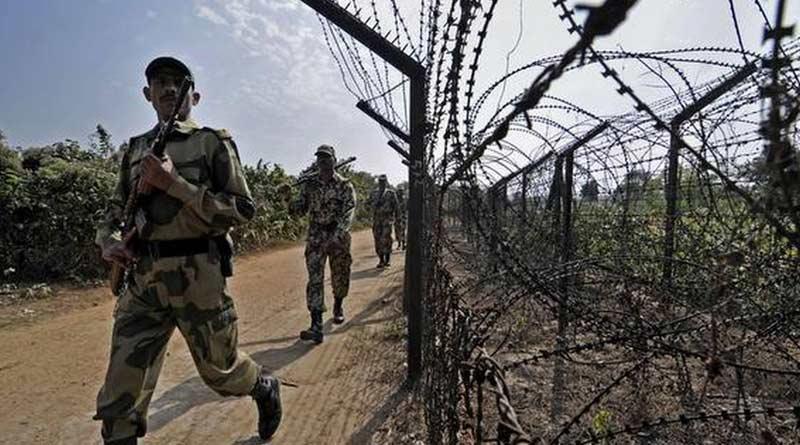 18 intruders from Bangladesh detained by BSF at Hingalganj Border | Sangbad Pratidin