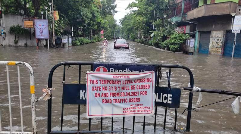 Heavy rain lashes Kolkata and adjacent districts, several areas flooded | Sangbad Pratidin