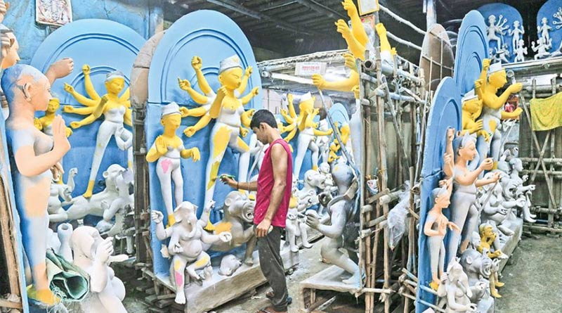 Corona fear grips Clay Artist, family pujas take heat | Sangbad Pratidin