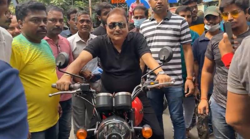 Madan Mitra rides bike at Bhabanipur campaign, Nil-Trina are present with him | Sangbad Pratidin