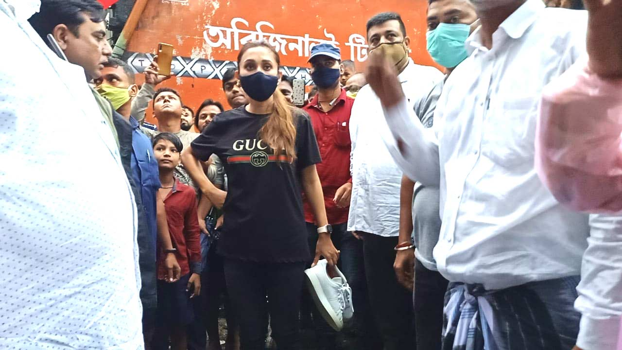 Mimi Chakraborty visits water locked Bhangar