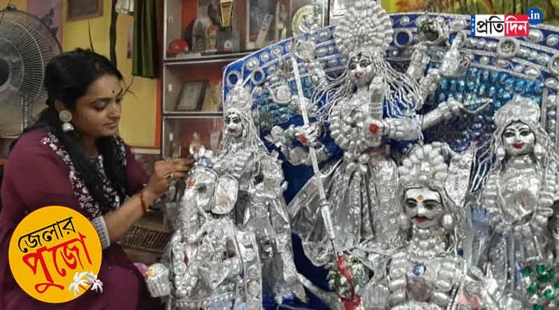 Woman makes Durga idol using tablet foil । Sangbad Pratidin