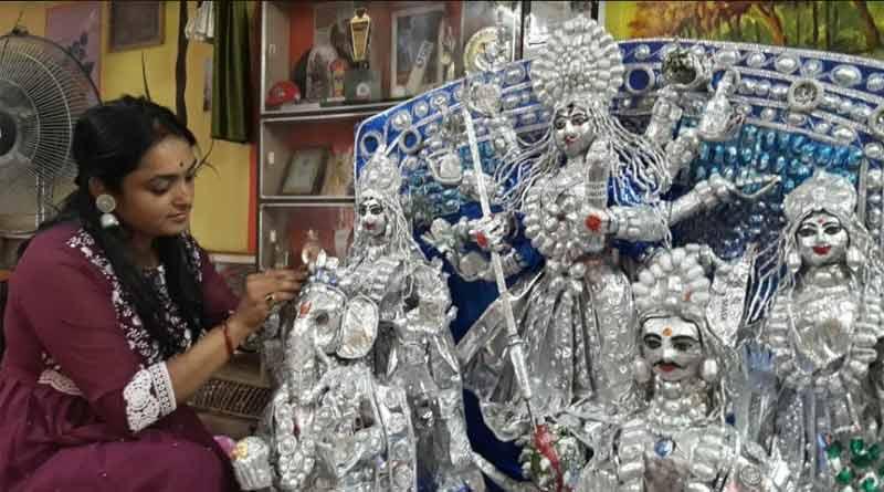 Woman makes Durga idol using tablet foil