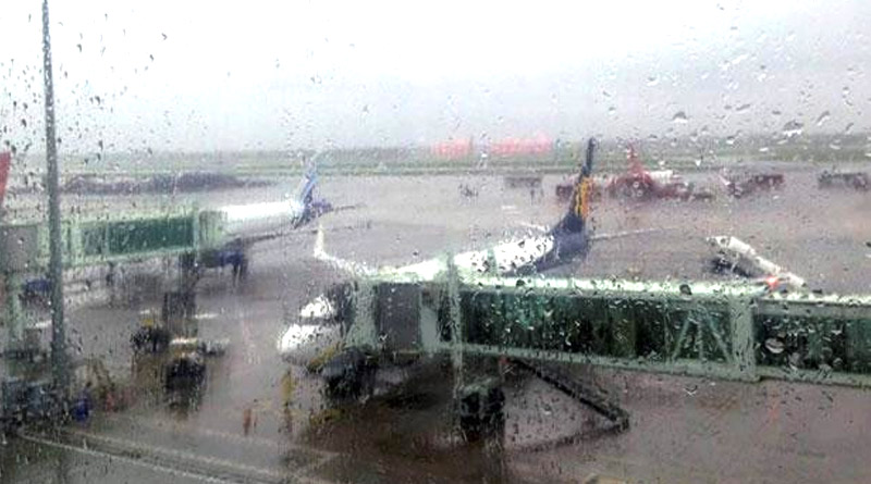 Rain lashes Bengal, flight services at Dum Dum airport disrupted