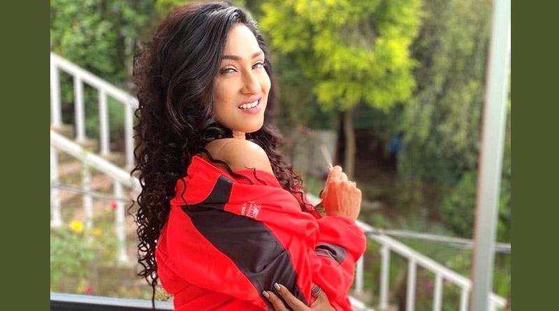 Rituparna Sengupta looks hot in Gym Wear | Sangbad Pratidin