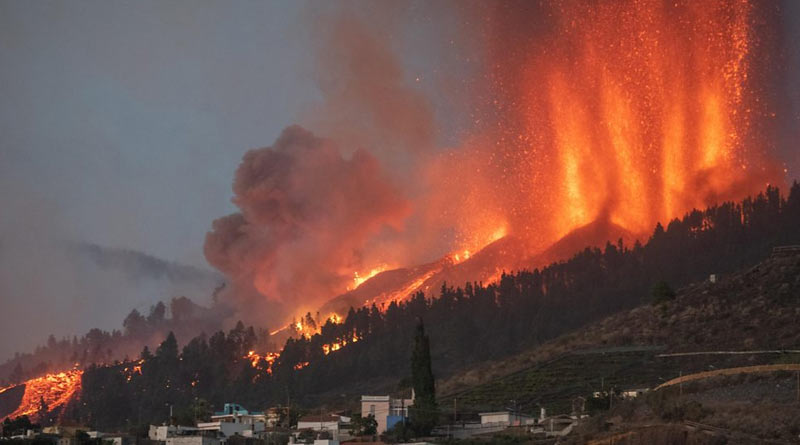 Volcano in Canary Islands, Spain starts errupting, PM arrives at the spot | Sangbad Pratidin