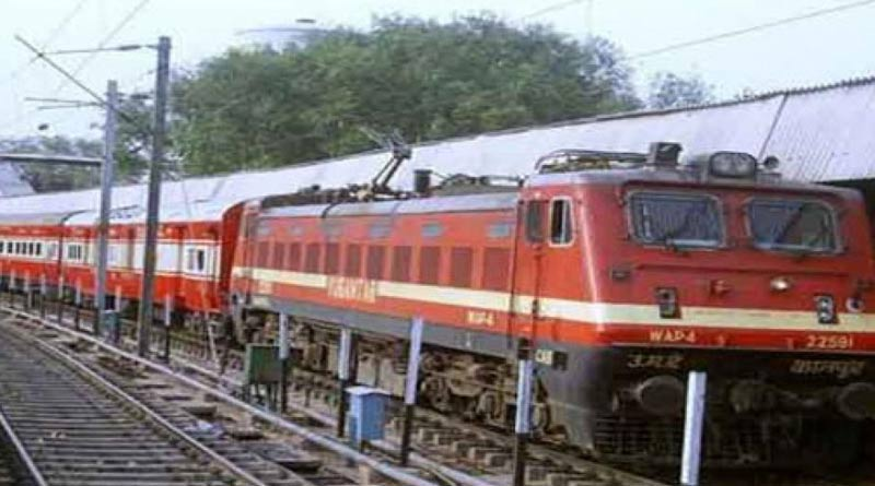 Howrah-Secunderabad Express averts major accident at Santragachi | Sangbad Pratidin