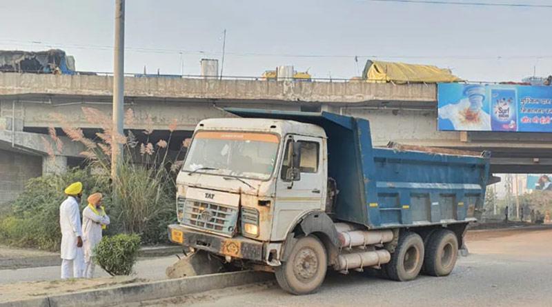 Speeding truck ran over a divider resulting in the death of three women Delhi-Haryana border | Sangbad Pratidin