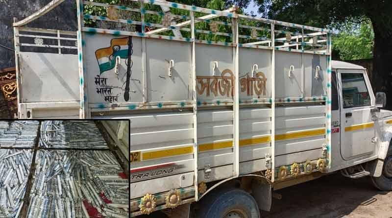 Detonator and gelatin stick recovers from a car in Birbhum । Sangbad Pratidin