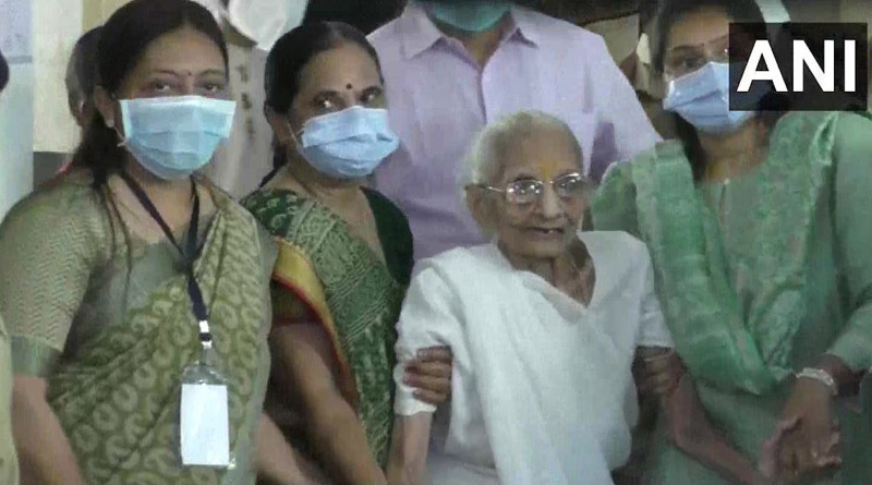 PM Narendra Modi's mother Heeraben casts her vote for Gandhinagar civic polls। Sangbad Pratidin