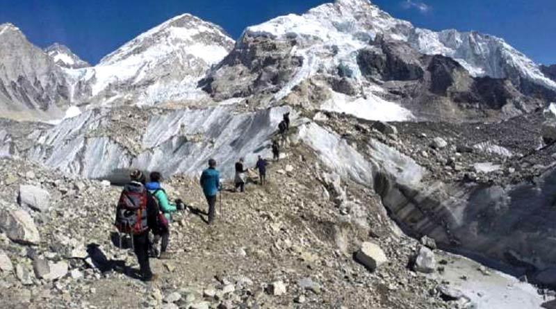 A team of 11 trekkers is missing at Lamkhaga Pass between Uttarakhand to Himachal Pradesh | Sangbad Pratidin