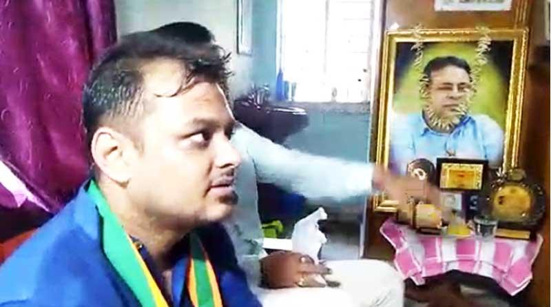 BJP candidate of khardah seeks blessings of died TMC MLA Kajal Sinha's wife | Sangbad Pratidin