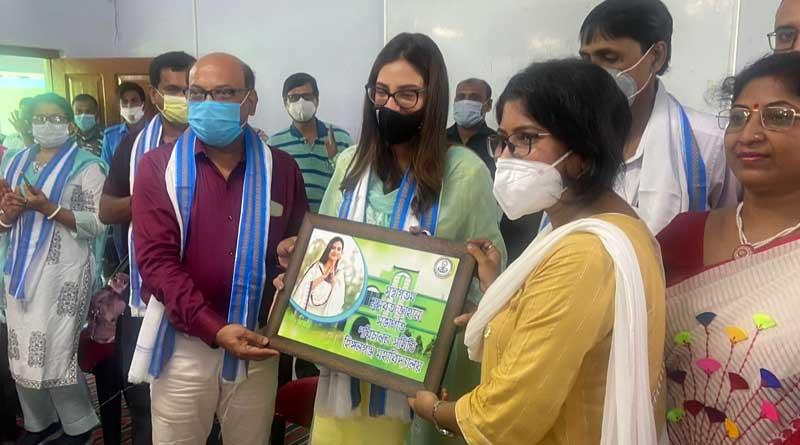 TMC MP Nusrat Jahan visits Hingalganj । Sangbad Pratidin