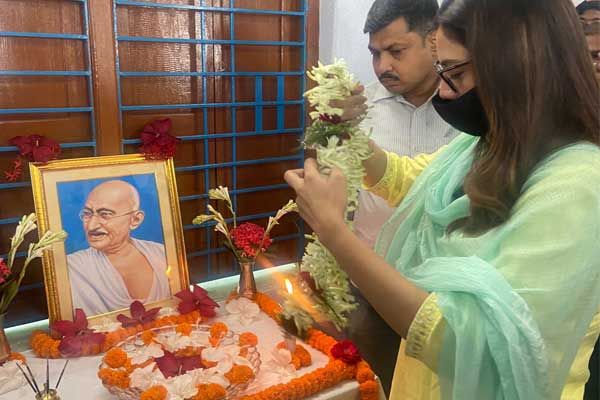 Nusrat celebrates Gandhi jayanti
