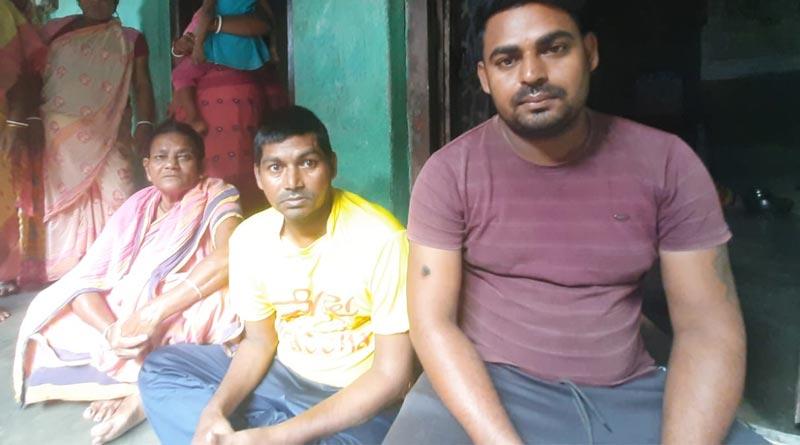 Missing youth returns his home after twenty three years in Murshidabad । Sangbad Pratidin