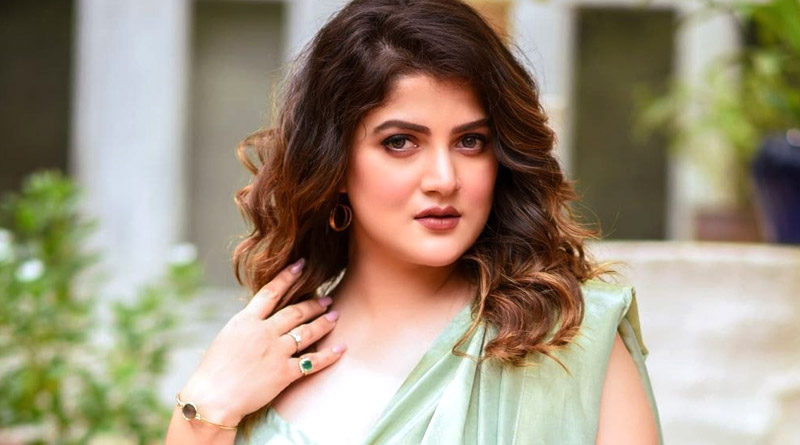 Srabanti Chatterjee trolled for posting picture with Ganesh Idol | Sangbad Pratidin