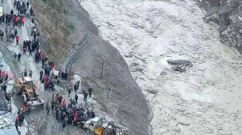 Tourist from West Bengal stuck in Uttarakhand | Sangbad Pratidin