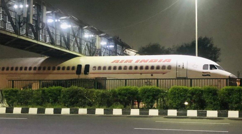 Air India plane gets stuck under foot bridge on Delhi-Gurugram highway | Sangbad Pratidin