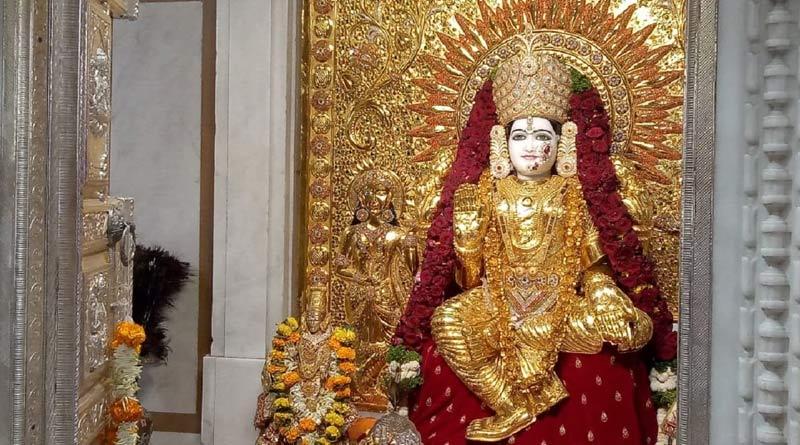 Pune: Mahalakshmi Devi idol dressed in 16 kg gold saree on Dussehra | Sangbad Pratidin